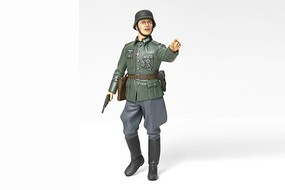 Tamiya WWII German Field Commander Soldier Plastic Model Military Figure Kit 1/16 Scale #36313