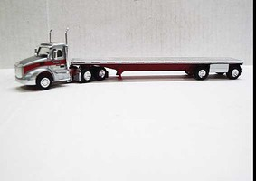 Trucks-N-Stuff Peterbilt 579 Day-Cab Tractor with Flatbed Trailer Assembled Gigli Hay (silver, red)