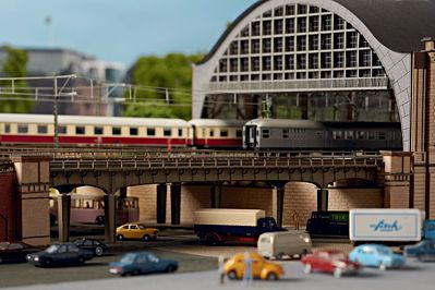 Trix Hamburg-Dammtor Bridge St - N-Scale