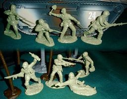 Toy-Soldiers WWII USMC Figure Playset (16) Plastic Model Military Figure 1/32 Scale #7