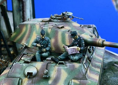 Verlinden Productions German Tankers at Rest -- Resin Model Military Figure Kit -- 1/35 Scale -- #0984