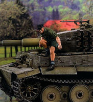 Verlinden Panzer Officer Jumping from Tank Resin Model Military Figure Kit 1/35 Scale #1495