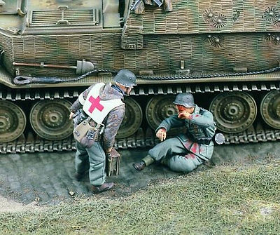 Verlinden Productions Sanitater US Soldier Injured & First Aid Medic -- Resin Model Military Figure -- 1/35 Scale -- #1721