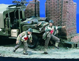 Verlinden US Medics Running (2) Resin Model Military Figure Kit 1/35 Scale #1817