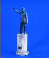 Verlinden Saddam Hussein Statue with Pedestal Resin Model Figure Kit 1/35 Scale #1972