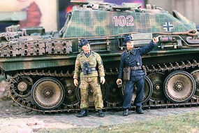 Verlinden WWII German Tankers Watch the Sky Resin Model Military Figure Kit 1/35 Scale #2118