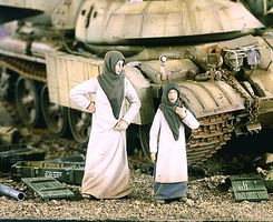 Verlinden Arab Street Women with Girl Resin Model Military Figure Kit 1/35 Scale #2152
