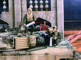 Verlinden US Tankers Handling Ammo Iraq (2) Resin Model Military Figure Kit 1/35 Scale #2378