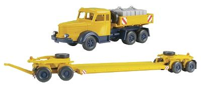 Wiking European Trucks - Krupp Titan w/4 Axle Flatbed Trailer -- yellow - HO-Scale