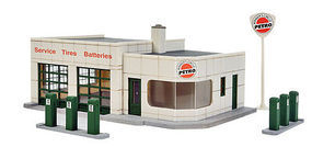 Walthers Winners Circle Petro - Kit - 4 x 6 x 2-1/16 HO Scale Model Railroad Building #3479