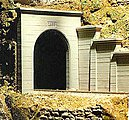 Single-Track Concrete Tunnel Portal -- HO Scale Model Railroad Scenery -- #8320