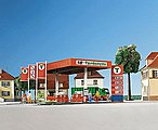 Modern Gas Pump Island SB-Tankstelle Kit -- HO Scale Model Railroad Building -- #38705