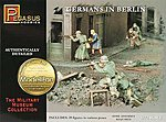 Germans In Berlin 1945 (39) -- Plastic Model Military Figure -- 1/72 Scale -- #7228