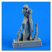 Aerobonus USAF Fighter Pilot in Pressure Suit 1960-75 Plastic Model Aircraft Accessory 1/48 #480096