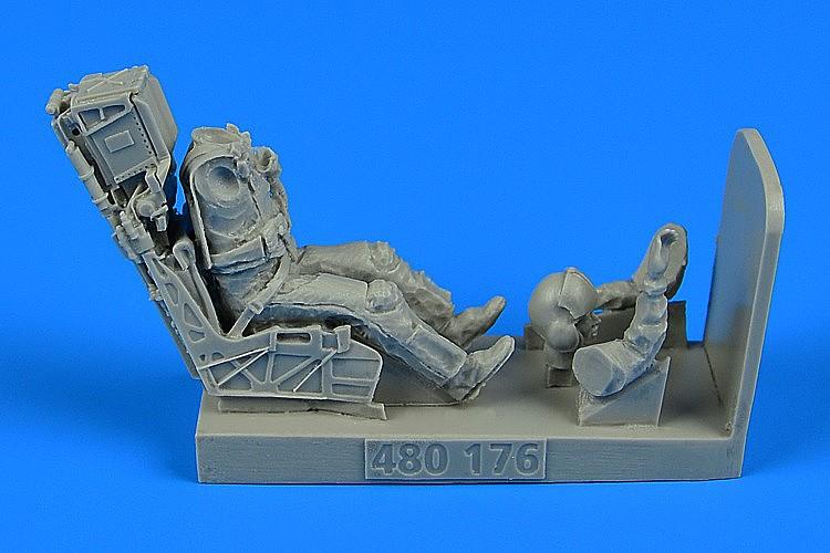 AEROBONUS 1//48 WWII LUFTWAFFE BF109E PILOT W//EJECTION SEAT480077