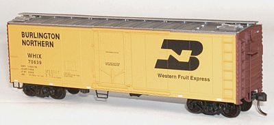 Accurail 40' Plug Door Steel Reefer Burlington Northern -- HO Scale Model Train Freight Car -- #8508