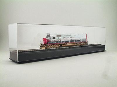 American Plastics 18''long x 5''high x 3'' wide -- HO Scale Model Train Display Case -- #ad50