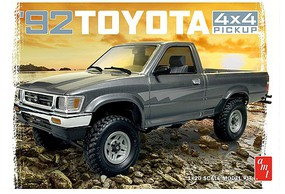 AMT 1992 Toyota 4x4 Pickup Truck Plastic Model Truck Kit 1/20 Scale #1082