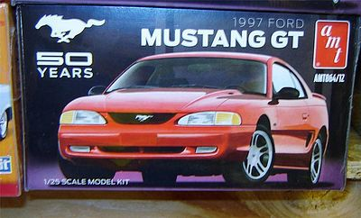 AMT/ERTL 1997 Ford Mustang GT Anniv -- 1/25 Scale -- Plastic Model Car Kit -- #864