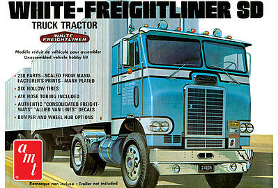 AMT/ERTL White Freightliner Single Drive Tractor -- Plastic Model Truck Kit -- 1/25 Scale -- #1004-06