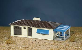 Bachmann Ranch House Cream/Brown -- HO Scale Model Railroad Building -- #45156
