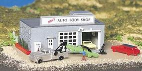Bachmann Auto Body Shop w/Figure B/U N Scale Model Railroad Building #45708