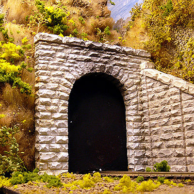 Chooch Enterprises Single-Track Cut Stone Tunnel Portal -- HO Scale Model Railroad Scenery -- #8340