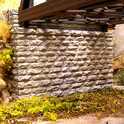 Chooch Enterprises Double-Track Cut Stone Bridge Abutment -- 2-3/4 x 5/8 x 2-1/4'' 7 x 1.6 x 5.7cm pkg(2) - N-Scale