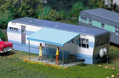 City Classics Robert's Road 1950s Mobile Home Kit -- HO Scale Model Railroad Building -- #113