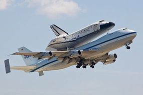 DML NASA Space Shuttle Discovery w/747-100 SCA Space Program Plastic Model 1/144 #14705