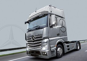 Italeri Mercedes Benz Actros MP4 GigaSpace Plastic Model Car Kit 1/24 Scale #3905s