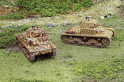 Italeri WWII Italian Carro Armato M13/40 -- Plastic Model Military Vehicle Kit -- 1/72 Scale -- #7517s