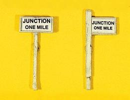 JL Custom Junction One Mile Sign Set (2) Model Railroad Trackside Accessory HO Scale #837