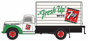 Classic-Metal-Works 41/46 Chevy Box Truck 7UP HO Scale Model Railroad Vehicle #30480