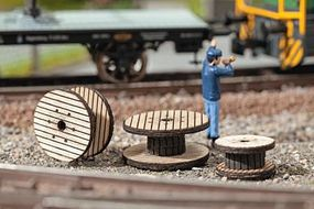 Noch Wood Cable Reels Laser-Cut Wood Kit pkg(3) HO Scale Model Railroad Accessory #14202