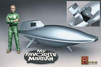 Pegasus Hobbies My Favorite Martian Uncle Martin/Spaceship -- Science Fiction Plastic Kit -- 1/18 Scale -- #9012