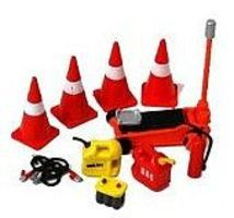 Phoenix-Toys Cones, Jack, Jumper Cables, Gas/Oil Containers, Battery Plastic Model Diorama 1/24 #16052