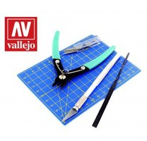 Vallejo Plastic Modeling Tool Set- Sprue Cutter, #1 Knife 5 #11 Blades, Cutting Mat, Flat File