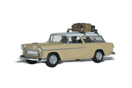 Woodland Scenics Family Vacation 1950's Nomad w/Figures -- AutoScenes -- HO Scale Model Railroad Vehicle -- #as5525