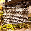 Double-Track Cut Stone Bridge Abutment -- 2-3/4 x 5/8 x 2-1/4'' 7 x 1.6 x 5.7cm pkg(2) - N-Scale