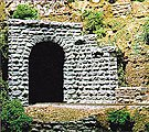 Tunnel Portal -- Single Cut Stone 8 x 8'' - O-Scale